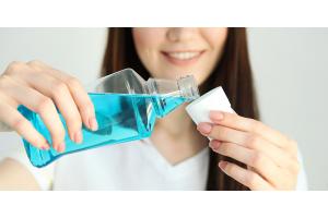 Clorexidina: cos'è, a cosa serve, come scegliere il miglior collutorio